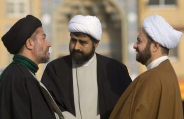 اللاهوت السياسي الشيعي وأزمة الشرعية في إيران
