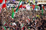 Iranians : the people want to overthrow the regime