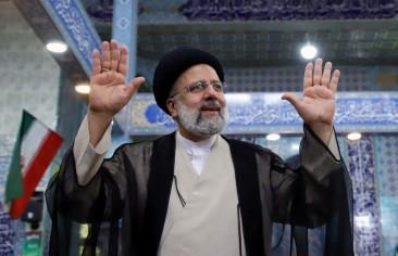 ایرانیها و سیاسی کردن القاب و عناوین علما.. ابراهیم رئیسی به عنوان نمونه موردی