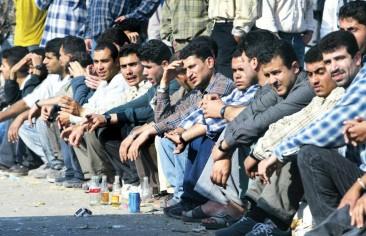 خبير اقتصادي إيراني: إيران على أعتاب انفجار للعاطلين عن العمل والمهمشين