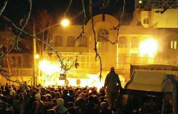 """خمسة أسئلة حول """"المحاكمة الاستعراضية"""" لمهاجمي السفارة السعودية"""