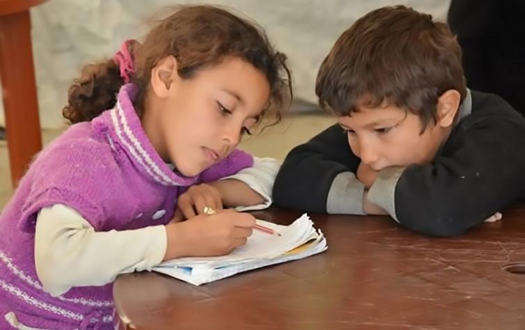 التحقير يدفع الأطفال الافغان في إيران إلى هجر المدارس