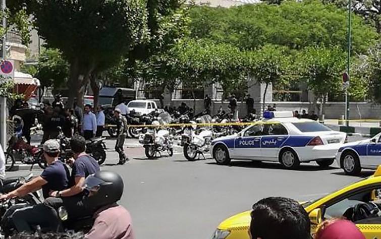 لحظة بلحظة.. أحداث التفجير وإطلاق النار في ضريح الخميني والبرلمان الإيرانيّ