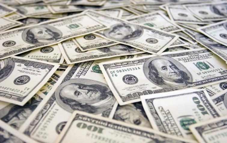 وقف تداول إيران للدولار الأمريكي.. مصلحة اقتصادية أم خطوة درامية؟