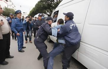 الجزائر تعتقل 400 شيعي عائدين من إيران والعراق