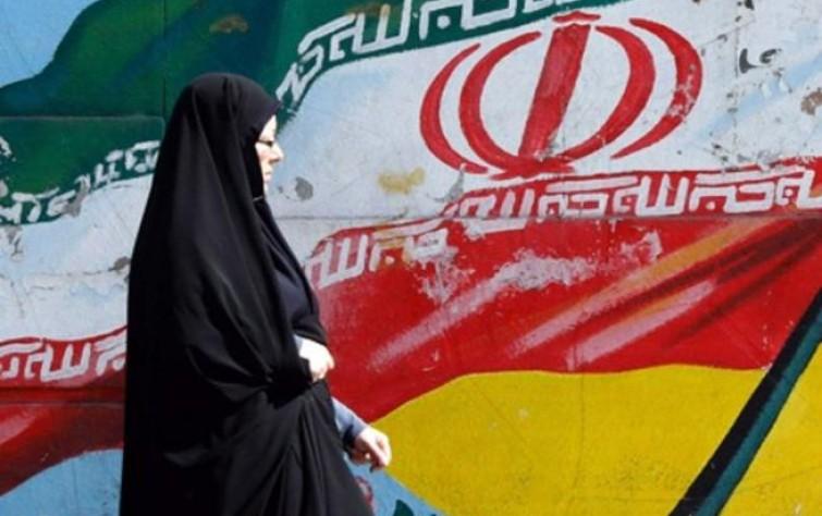 الانتقال المتعثر: الصراع بين التقليد والحداثة في إيران
