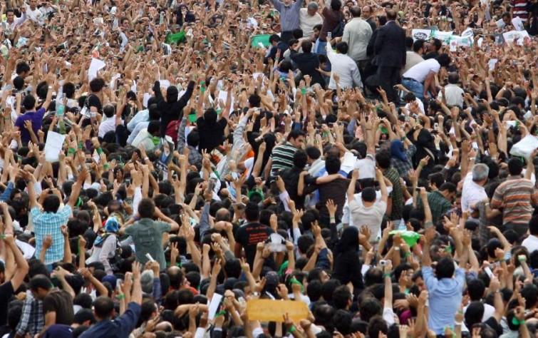 ما بين الاحتجاجات والمؤامرة… إيران إلى أين؟