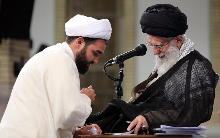 الديمقراطية ورجال الدين في إيران
