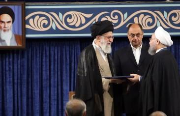 العَلاقة بين مؤسَّستَي المرشد والرئاسة .. وأثرها على النظام السياسيّ في إيران