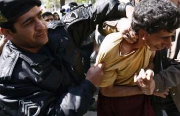 70 معتقلًا يطالبون بالكف عن ضرب السجناء في إيران.. وتأييد حكم السجن 6 سنوات بحق مكوندي