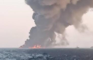 غرق سفينة «خارك» يبدِّدُ حلم إيران في التحول إلى قوة بحرية في «المياه الزرقاء»