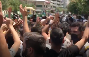 إغلاق مطاري طهران والبرز بشكل مؤقَّت يوم تنصيب رئيسي.. واعتقال 20 متظاهرًا في كرمانشاه وتجمُّعات في بهارستان وإيوان لدعم احتجاجات الأحواز