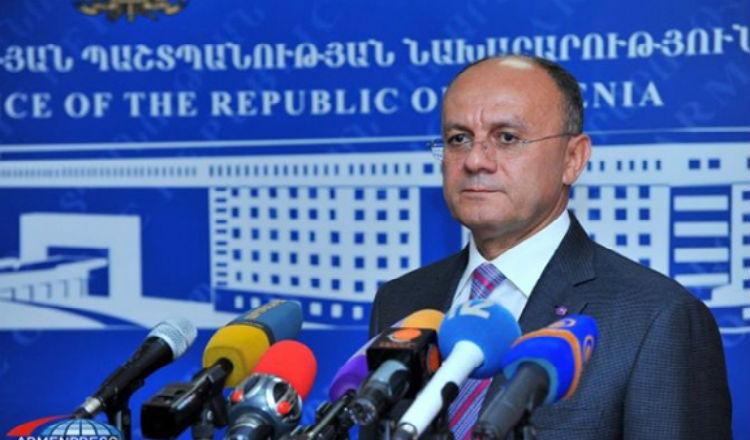 وزير الدفاع الأرمين