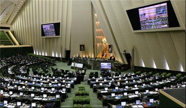 نائبٌ يرفض «هوامش البرلمان» مع ظريف: لا يجب وصف الوزراء بالكاذبين