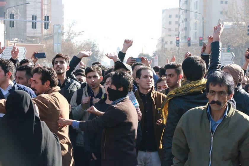 الاحتجاجات تثير الجدل حول قانون الوصول إلى المعلومات في إيران