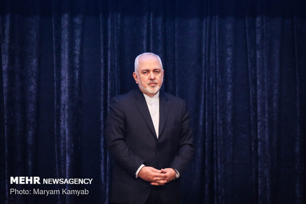 برلمانيٌ إيراني: ظريف يُريد إخفاء أخطائه تحتَ راية المرشد