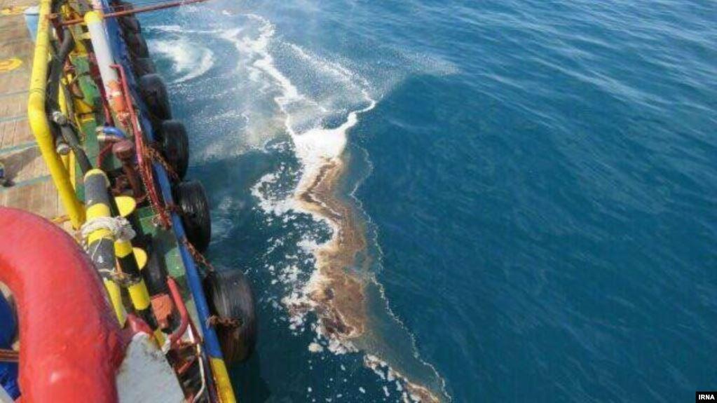 صورة صادرة عن وكالة الأنباء الإيرانية الرسمية عن تسرب النفط
