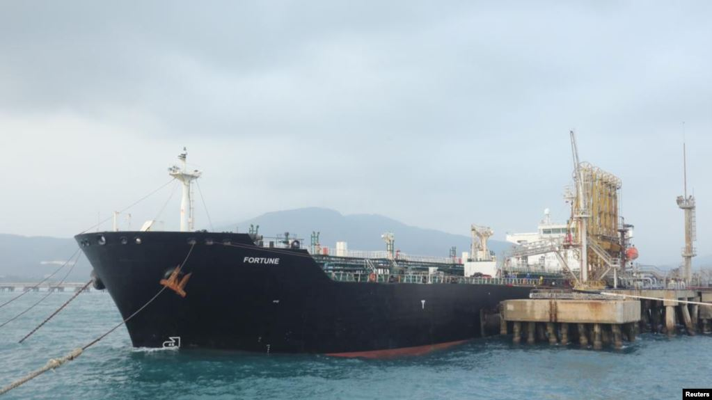 توقُّف ناقلتي وقودٍ إيراني عن التحرُّك تجاه فنزويلا بعد تهديدٍ أمريكي