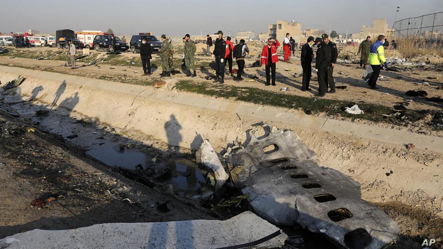 عائلات ضحايا الطائرة الأوكرانية: المدّعي العسكري حاولَ التستُّر على أخطاء المسؤولين