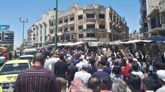متظاهرون مناهضون للحكومة السورية يطالبون بطرد القوّات المدعومة من إيران