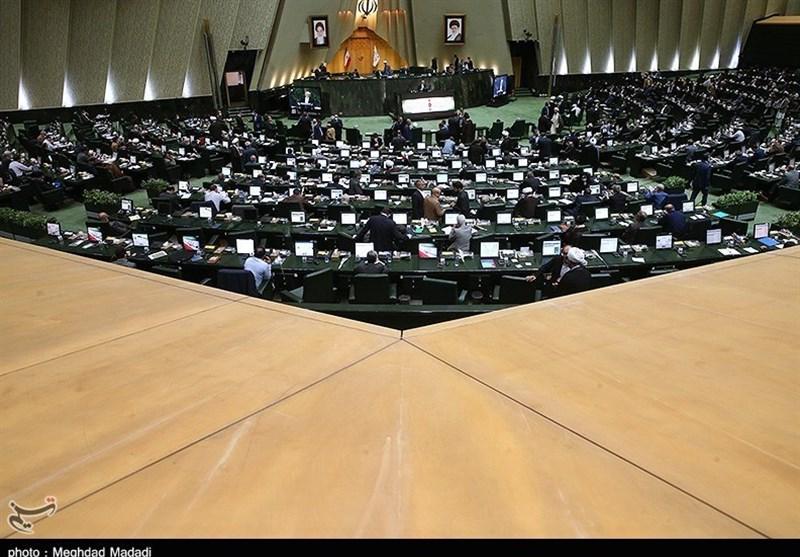 «كورونا» يُقِّل حضورَ المسؤولين التنفيذيين للبرلمان.. وظريف وخياباني يُقدِّمان تقريرًا