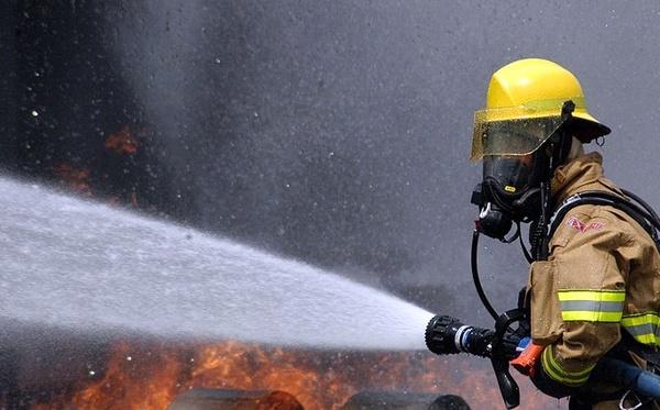 احتواء حريق في شركة بتروكيماويات ونشوب آخر في ميدان فردوسي بطهران