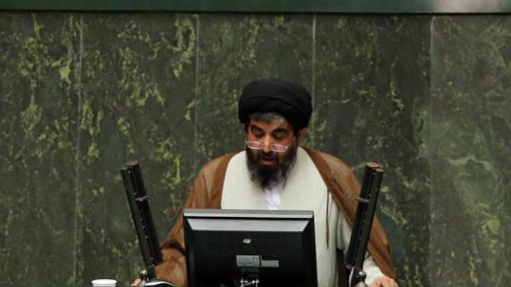 لارغاني: علينا إرسال ملف مخالفة القانون إلى السلطة القضائية وتوجيه سؤال إلى روحاني
