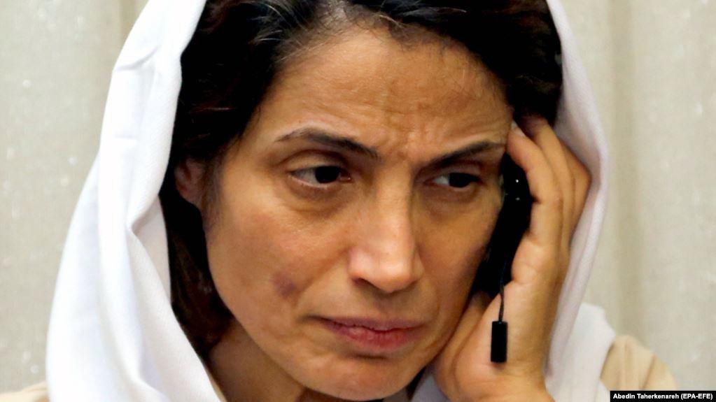 ناشطون يحتجُّون على حبس موقِّعِي بيان الـ 77 وآخرون يطالبون بإطلاق سراح ستوده