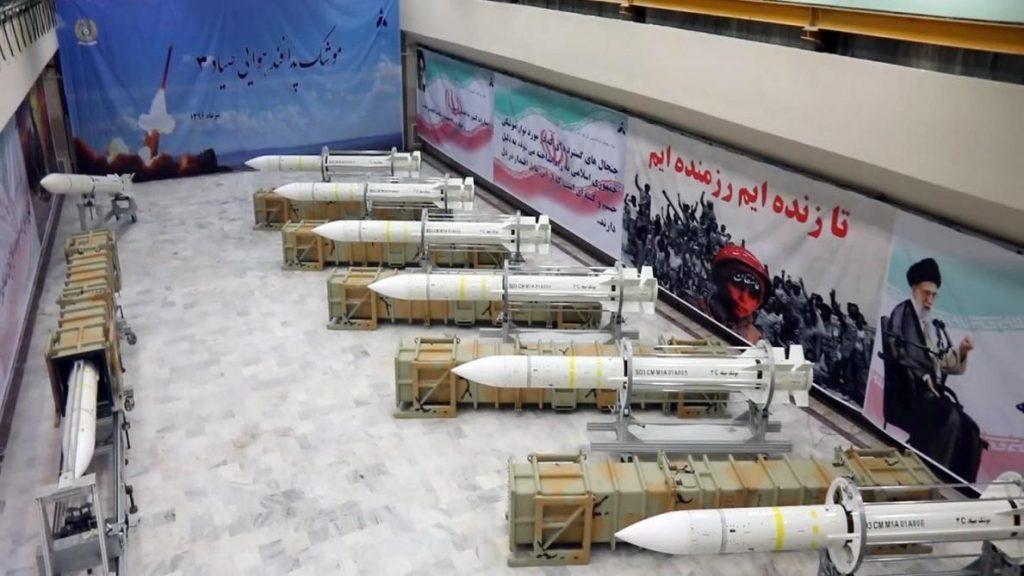 عقوبات أمريكية على 20 فردًا وكيانًا مرتبطين ببرامج إيران النووية والصاروخية