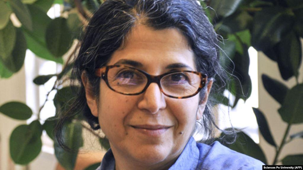 إجازة من السجن بـ«قيد إلكترونيّ» للباحثة الإيرانية-الفرنسية فريبا
