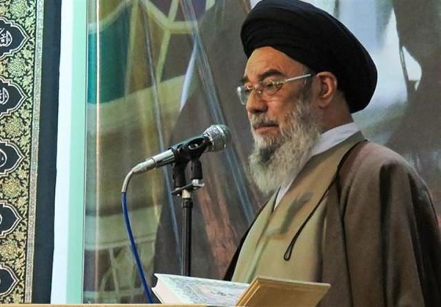 تراجُع إمامَي جمعة إيرانيين عن تهديد مَن لا يلتزمن الحجاب الكامل