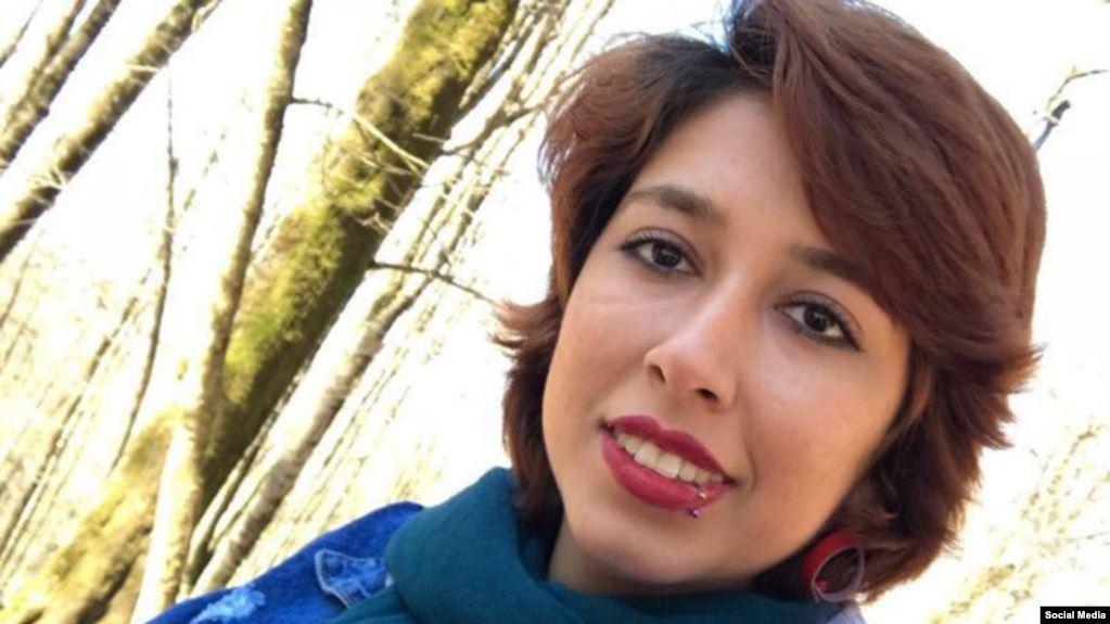 سجن ناشطة 24 عامًا لسيرها دون حجاب.. ونقل معتقلة كردية خاطت شفتيها للانفرادي